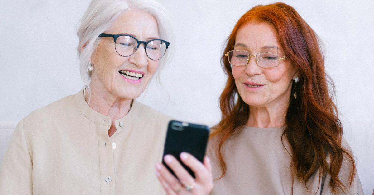 Jak dotrzeć do osób wykluczonych cyfrowo w opiece zdrowotnej?